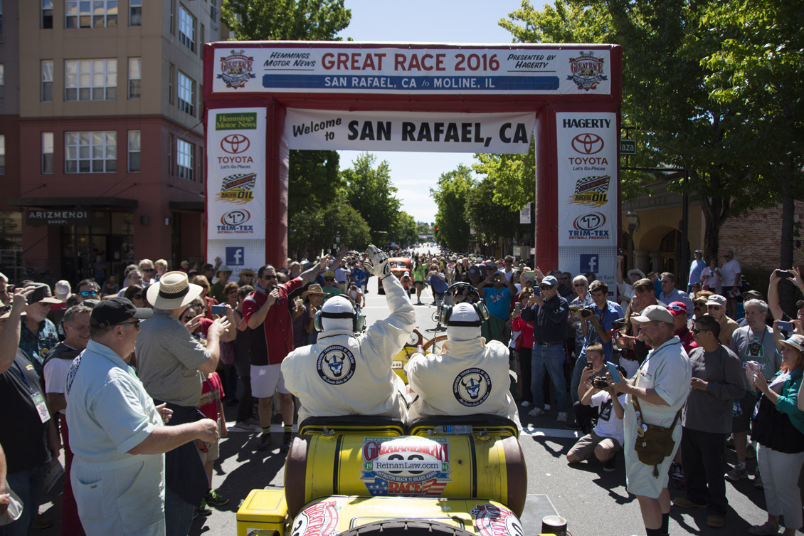 1918 American LaFrance takes the green flag in San Rafael, Calif