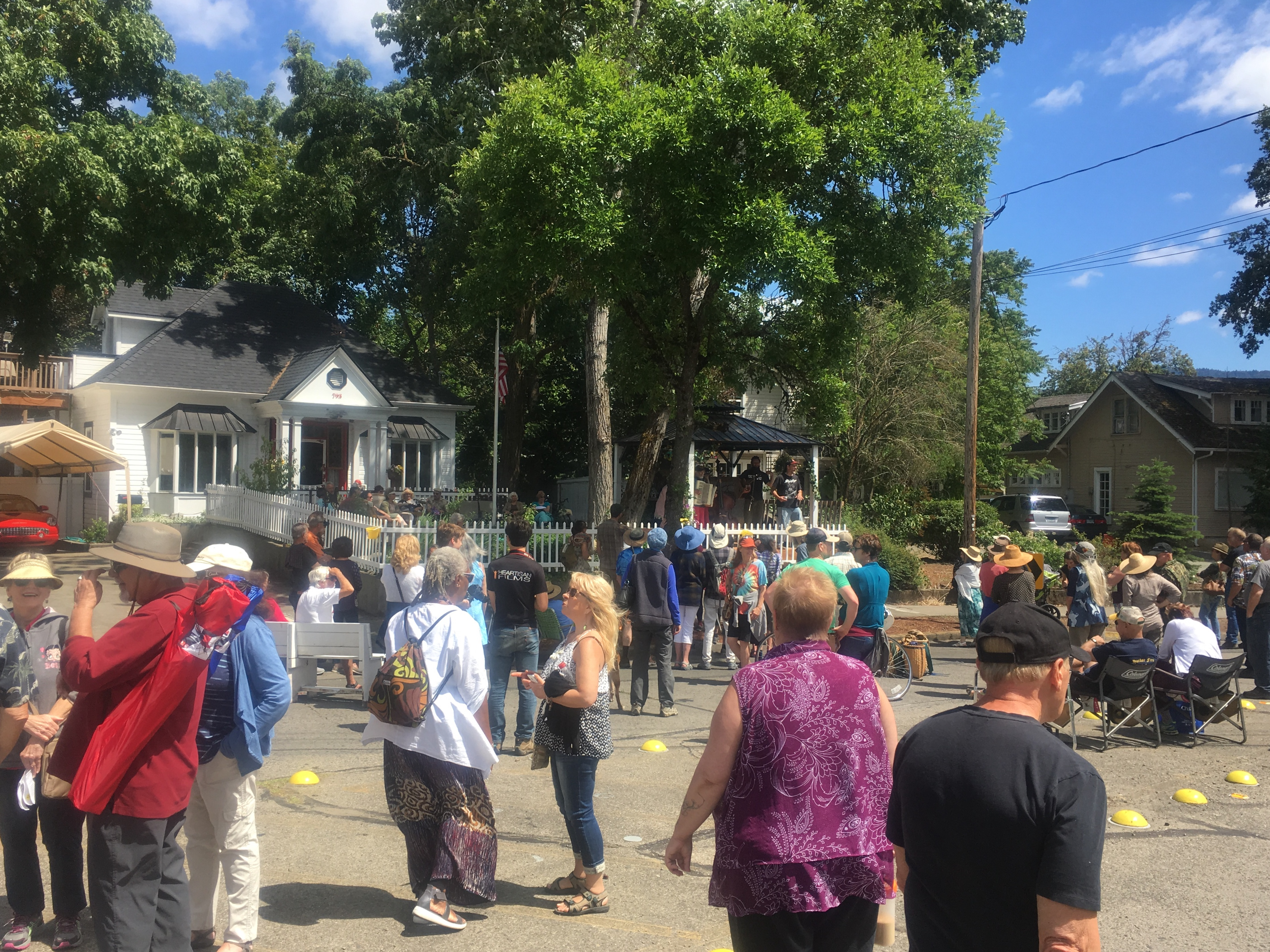 Porchfest Grants Pass - Happy Crowd