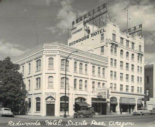 Redwoods Hotel