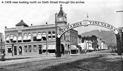 Sixth Street Looking North 1908